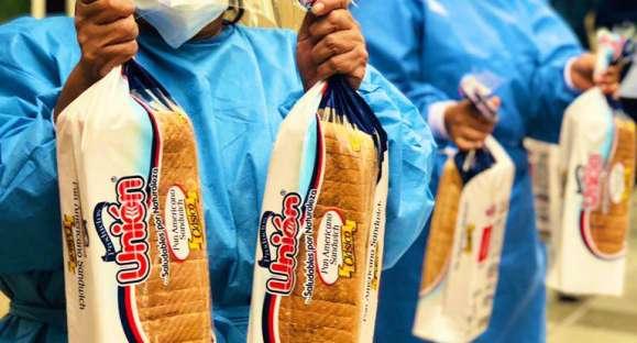 Se entregan 2 200 panes en gratitud al personal de salud