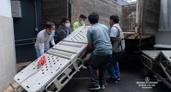 Clínica adventista entrega donación de camas e implementos médicos a hospital nacional