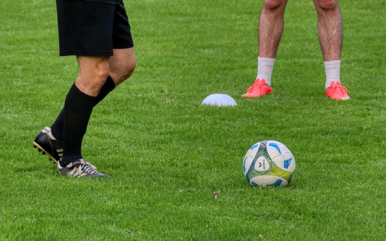 Entrenador de fútbol conoce a Cristo y comparte con sus alumnos